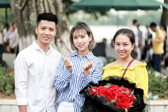 Cô gái khiến cả triệu phụ nữ ghen tị phát sốt vì màn cầu hôn đẹp hơn phim trên phố đi bộ Hà Nội - Ảnh 7.