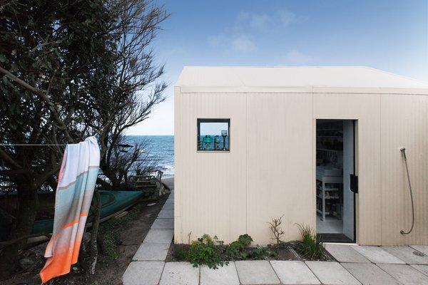 Căn nhà ven biển của chàng trai độc thân chỉ 12m² nhưng đã nhìn là mê tít bởi quá đẹp và tiện nghi - Ảnh 11.