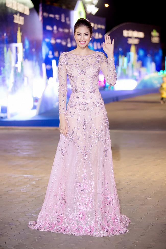Năm 2017, đây là những người đẹp xứng danh nữ hoàng thảm đỏ showbiz Việt - Ảnh 19.