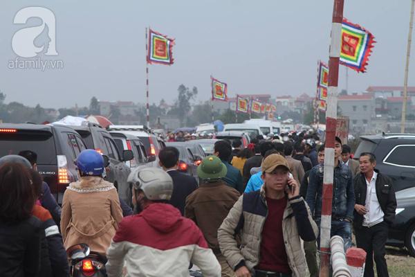 Nam Định: Dân đổ đi Chợ Viềng Sớm Nửa Ngày Khiến Mọi Nẻo