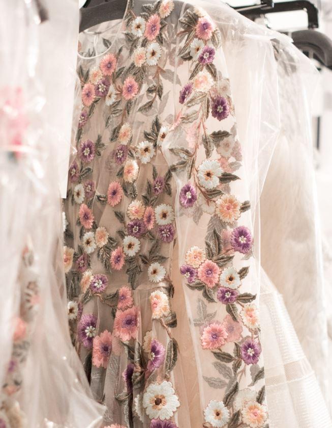 Muốn gây ấn tượng trong ngày trọng đại, các cô dâu đừng bỏ qua 7 mẫu váy này - Ảnh 8.