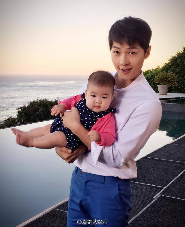 Song Joong Ki đẹp từ thần thái đến phong cách thế này, hạ gục được Song Hye Kyo cũng là điều hiển nhiên - Ảnh 23.