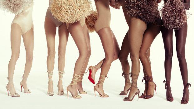 Ông hoàng giày đế đỏ Christian Louboutin lại tung mẫu sandals nude bất chấp mọi khoảng cách về màu da - Ảnh 5.