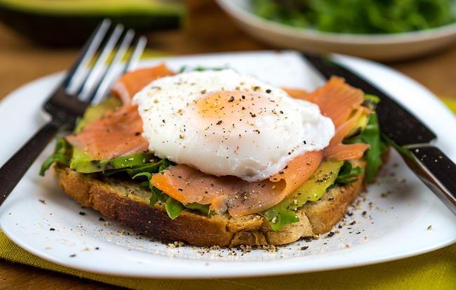 6 đồ ăn sáng giúp no lâu và làm bạn nhìn trẻ hơn - Ảnh 1.