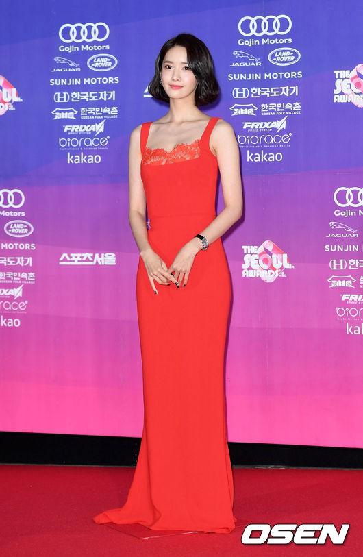 Từ khi cắt tóc ngắn, Yoona mặc đồ điệu đà cũng đẹp mà cá tính cũng xinh - Ảnh 5.