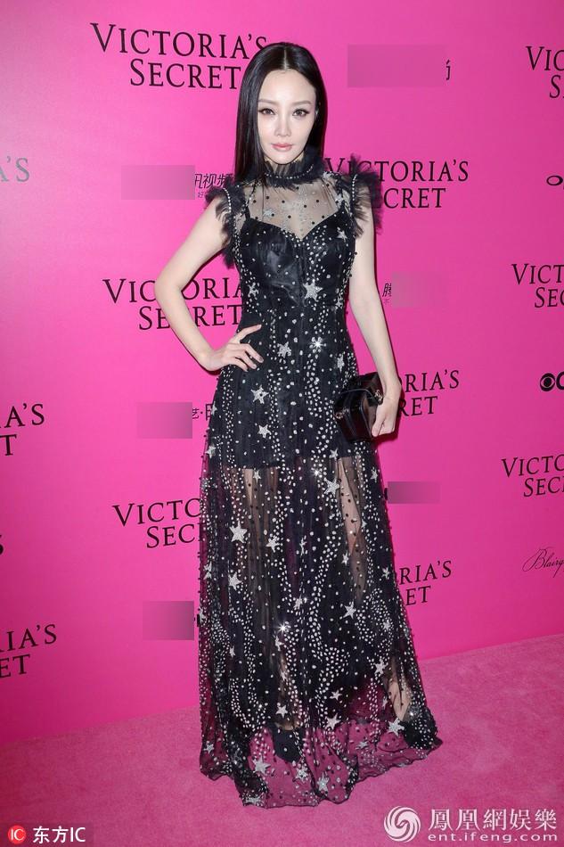 Mỹ nhân Tình người duyên ma khoe thân hình đồng hồ cát trên thảm hồng Victoria's Secret 2017 - Ảnh 24.
