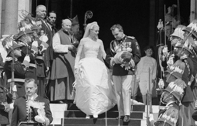 Điều bí ẩn gì đằng sau mẫu váy cưới Công nương Grace Kelly khiến cả thế giới sau 60 năm vẫn mê mẩn đến vậy - Ảnh 15.