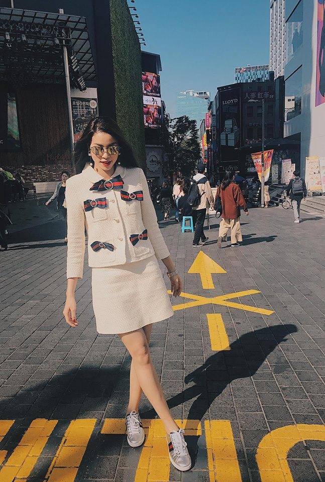 Sau 2 ngày mong ngóng, cuối cùng Phạm Hương đã xuất hiện, giản dị đến bất ngờ tại Tuần lễ thời trang Seoul - Ảnh 7.