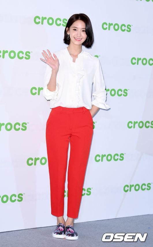 Từ khi cắt tóc ngắn, Yoona mặc đồ điệu đà cũng đẹp mà cá tính cũng xinh - Ảnh 11.