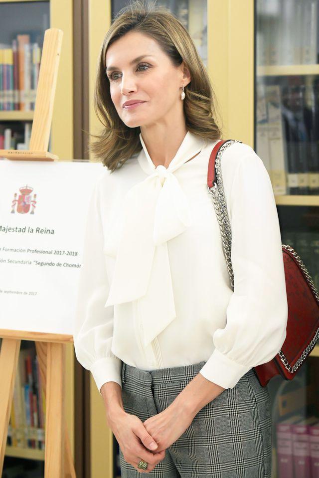 Đây là 4 thiết kế của Zara được Letizia - Hoàng hậu Tây Ban Nha diện đẹp nhất trong năm 2017 - Ảnh 8.