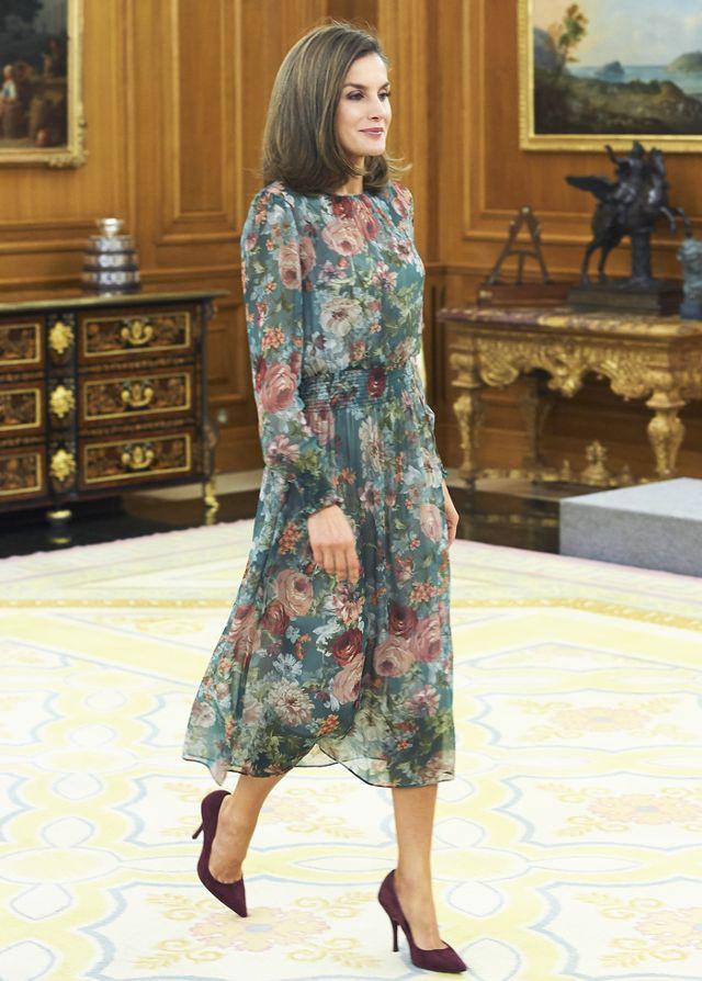 Đây là 4 thiết kế của Zara được Letizia - Hoàng hậu Tây Ban Nha diện đẹp nhất trong năm 2017 - Ảnh 11.