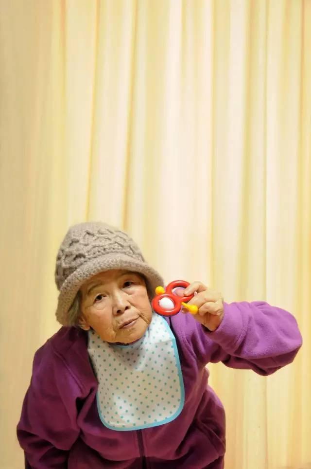 """Sự thật đằng sau loạt ảnh cụ già 89 tuổi bị """"ngược đãi"""" khiến mọi người ngã ngửa 12"""