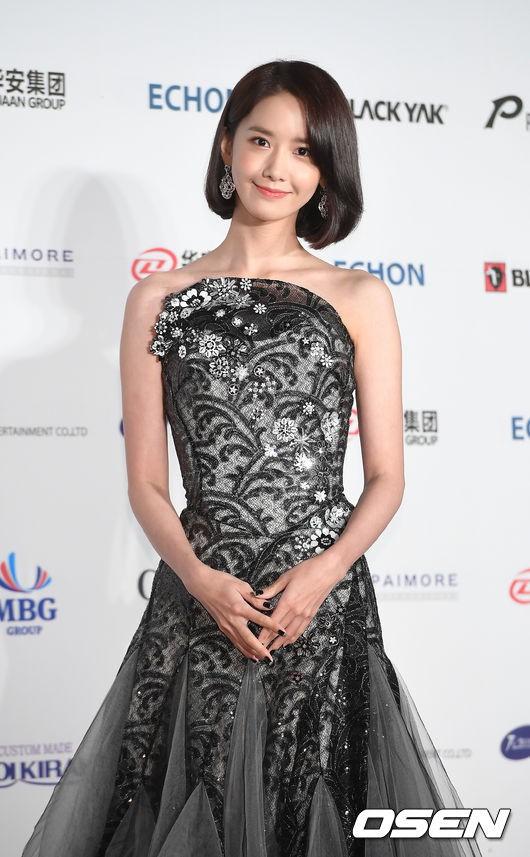 Từ khi cắt tóc ngắn, Yoona mặc đồ điệu đà cũng đẹp mà cá tính cũng xinh - Ảnh 8.