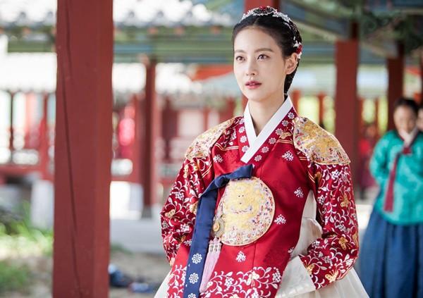 Đây là những nhân vật có gu thời trang ấn tượng nhất phim Hàn trong năm 2017  - Ảnh 40.