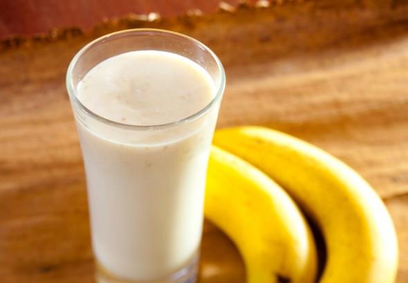 Chuyên gia nói gì về chuyện ăn chuối kết hợp uống sữa - việc mà nhiều người vẫn làm mỗi sáng - Ảnh 1.