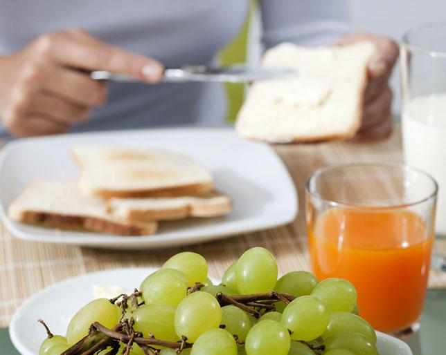 Đừng ăn sáng thế này vì nó sẽ tàn phá sức khỏe của bạn một cách không thương tiếc - Ảnh 1.