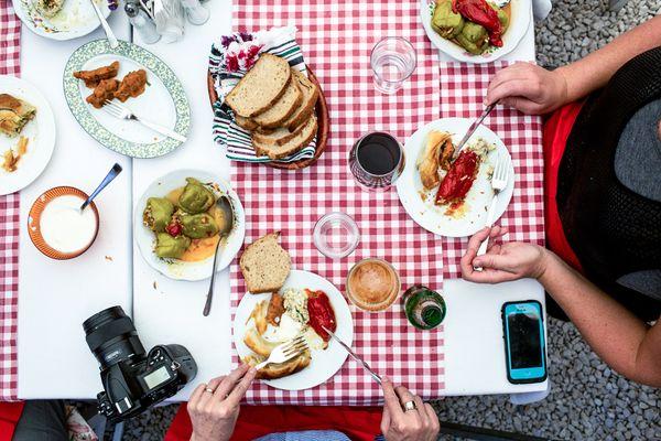 4 sai lầm khi ăn trưa tăng nguy cơ mắc bệnh nhiều người làm văn phòng mắc phải - Ảnh 4.