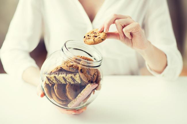 Đừng dại mà ăn uống thả cửa trong dịp Tết: Nguy hại hơn nhiều so với bạn tưởng - Ảnh 2.