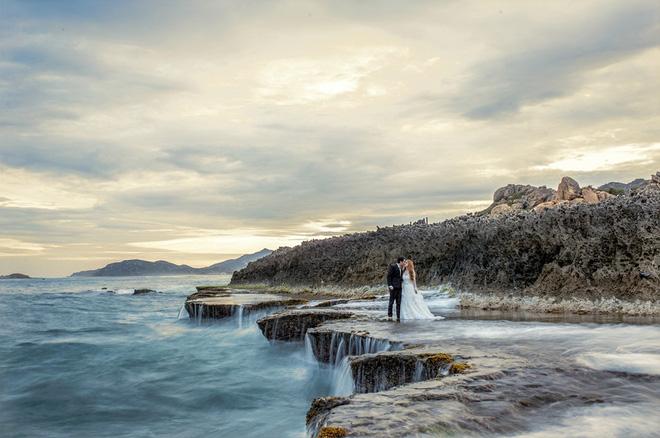 Điểm danh dâu rể Việt nổi tiếng vì trèo đèo lội suối xuyên Việt, chi bạc tỷ cho ảnh cưới - Ảnh 11.