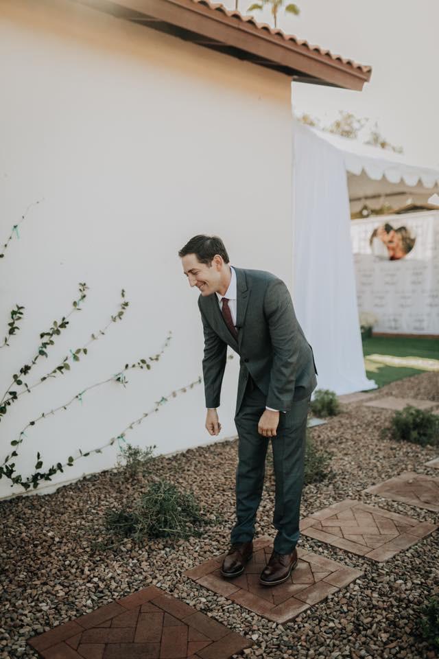 Cứ ngỡ sẽ thấy cô dâu đoan trang trong váy cưới, chú rể nào ngờ quay người lại thấy điều lạ lùng - Ảnh 5.