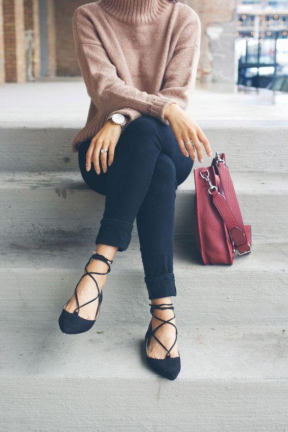 Kết hợp đồ thế nào để giày bệt cũng thời thượng chẳng kém những đôi cao gót