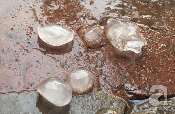 Sau Hòa Bình, mưa đá bất ngờ xuất hiện tại Hà Nội - Ảnh 2.
