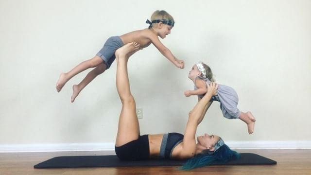 Ngẩn ngơ ngắm bộ ảnh 3 mẹ con cùng tập yoga đang gây bão Instagram - Ảnh 13.