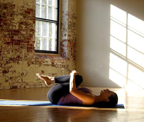 4 bài tập yoga giúp giảm đầy hơi, chướng bụng trong vài phút - Ảnh 5.