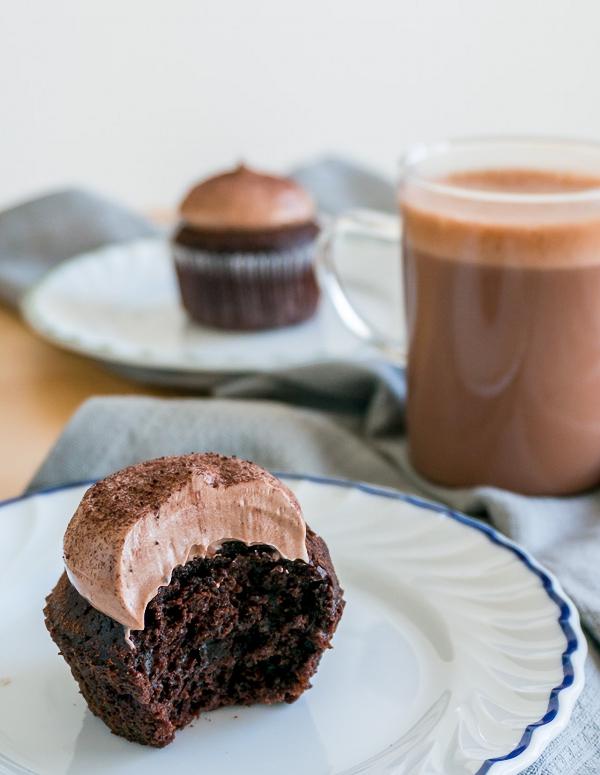 Công thức làm bánh cupcake chocolate mềm mịn ngon chưa từng thấy - Ảnh 7.