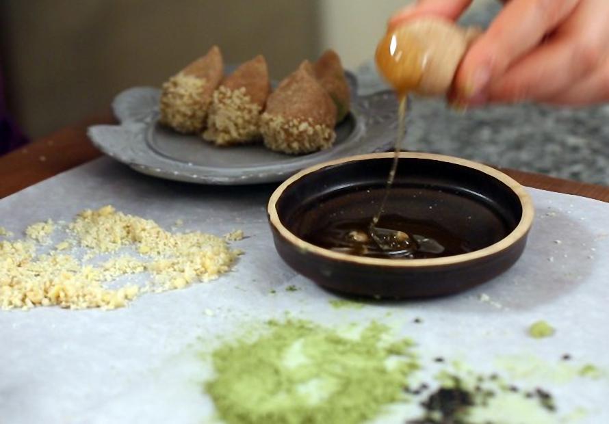 Làm bánh hạt dẻ siêu ngon chẳng cần dùng lò nướng ảnh 5