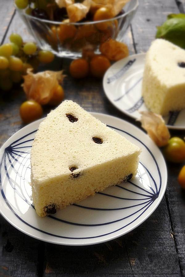 Chẳng cần lò nướng vẫn làm được bánh bông lan nho xốp mềm thơm ngon - Ảnh 6.