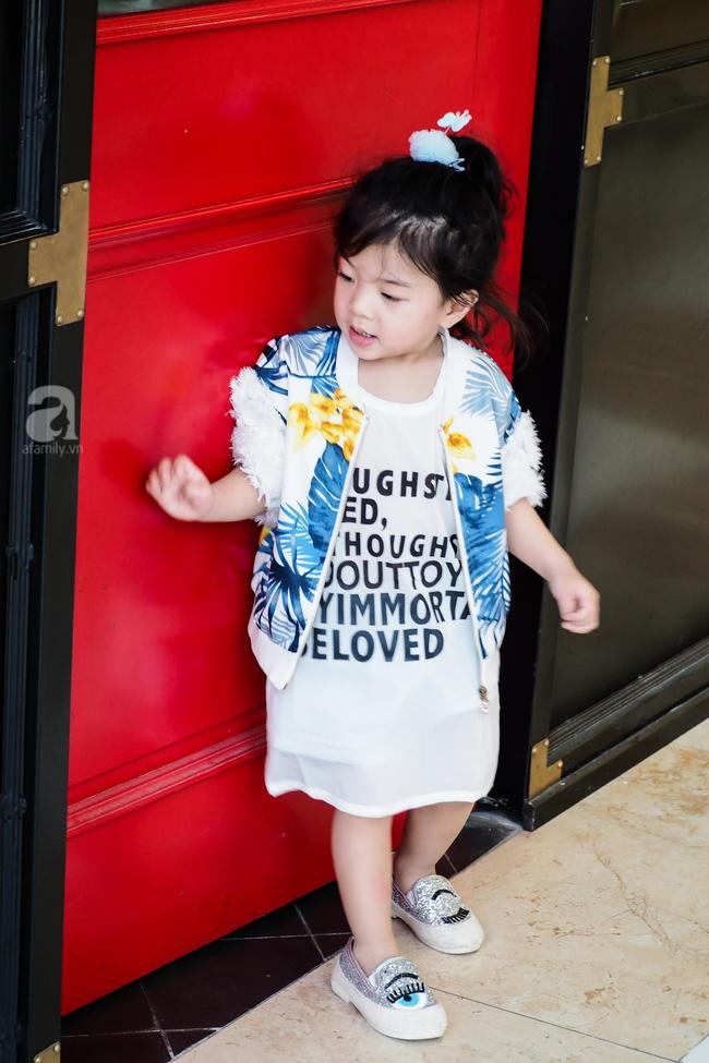 Bé Ella: cô nhóc 2 tuổi với phong cách đẹp miễn bàn nhờ diện đồ mẹ tự thiết kế - Ảnh 17.