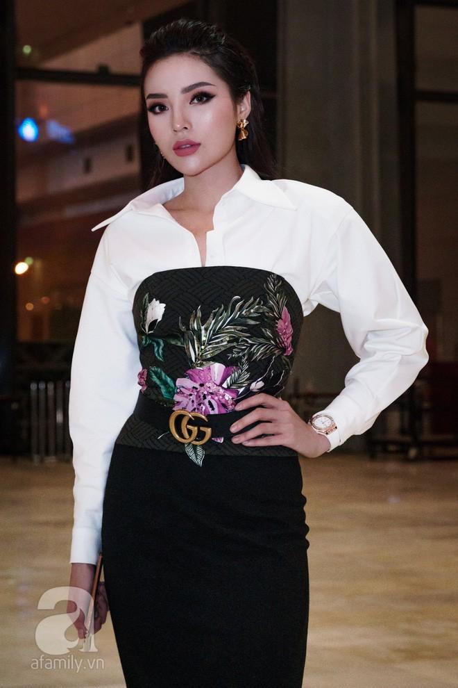 Cả showbiz Việt bây giờ toàn chạy theo phong cách trang điểm mắt đậm môi tều giống Kylie Jenner - Ảnh 10.
