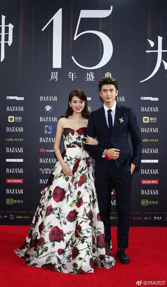 Vợ chồng Lâm Tâm Như - Hoắc Kiến Hoa ôm nhau tình tứ, Dương Mịch đọ sắc cùng Triệu Lệ Dĩnh trên thảm đỏ - Ảnh 12.