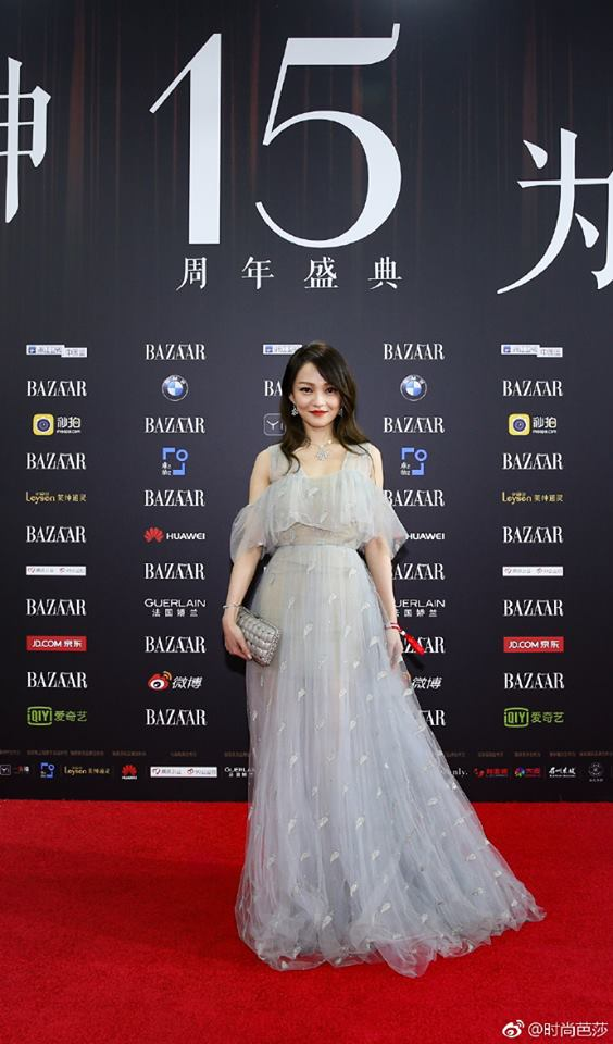 Vợ chồng Lâm Tâm Như - Hoắc Kiến Hoa ôm nhau tình tứ, Dương Mịch đọ sắc cùng Triệu Lệ Dĩnh trên thảm đỏ - Ảnh 16.