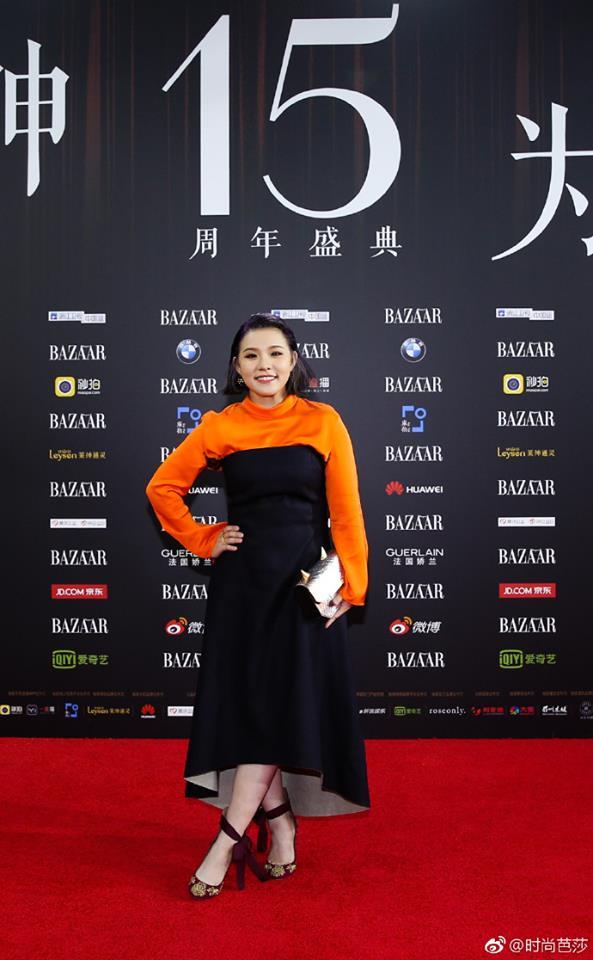 Vợ chồng Lâm Tâm Như - Hoắc Kiến Hoa ôm nhau tình tứ, Dương Mịch đọ sắc cùng Triệu Lệ Dĩnh trên thảm đỏ - Ảnh 17.