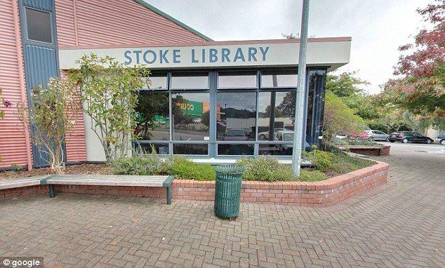 Hai bé gái bị tấn công gần thư viện Stoke.