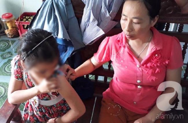 Vụ bé gái 10 tuổi bị kẻ lạ bịt mặt, đâm kim tiêm vào tay: Bố mẹ lo sợ, không dám rời con nửa bước. - Ảnh 3.