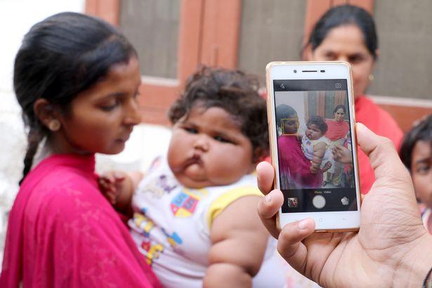 Bé gái mới 8 tháng tuổi khiến bác sĩ sốc khi kiểm tra sức khỏe - Ảnh 8.