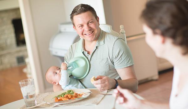 Cho con uống sữa sẽ nhàn hơn bao giờ hết nếu bố mẹ biết đến Beebo - cánh tay phụ hoàn hảo - Ảnh 8.