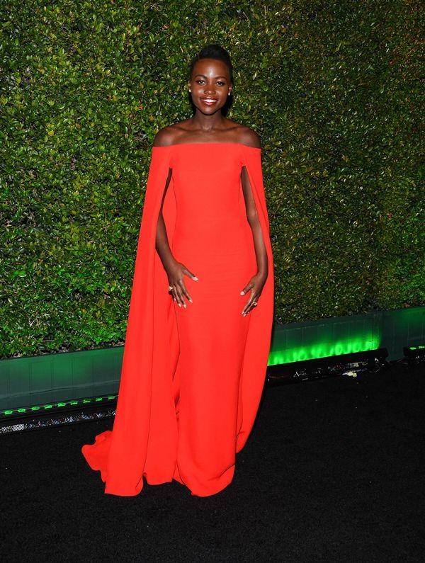 Zoom vào 12 chiếc váy đỏ được coi là ấn tượng nhất trong lịch sử thời trang - Ảnh 8.