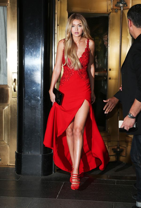 Zoom vào 12 chiếc váy đỏ được coi là ấn tượng nhất trong lịch sử thời trang - Ảnh 9.