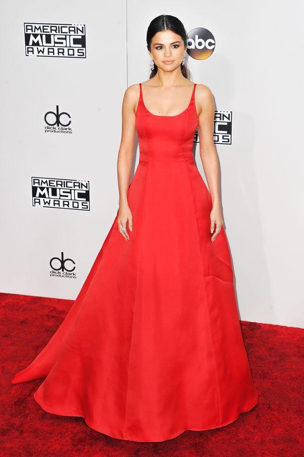 Zoom vào 12 chiếc váy đỏ được coi là ấn tượng nhất trong lịch sử thời trang - Ảnh 12.