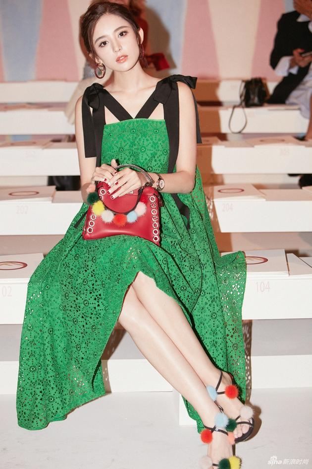 Lưu Thi Thi diện đồ ngầu, để tóc ngắn tua tủa nổi bật tại Tuần lễ thời trang Milan - Ảnh 16.