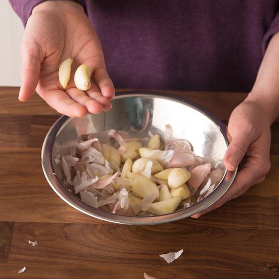 20 giây thôi, vỏ hành tỏi hay vỏ cà chua cũng sạch trơn mà chẳng bị nát bét - Ảnh 7.