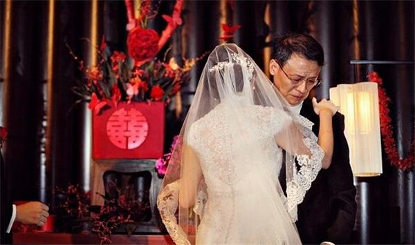 Trong hôn lễ của con gái, bố vợ liên tục lặp đi lặp lại 1 lời yêu cầu duy nhất dành cho con rể - Ảnh 1.