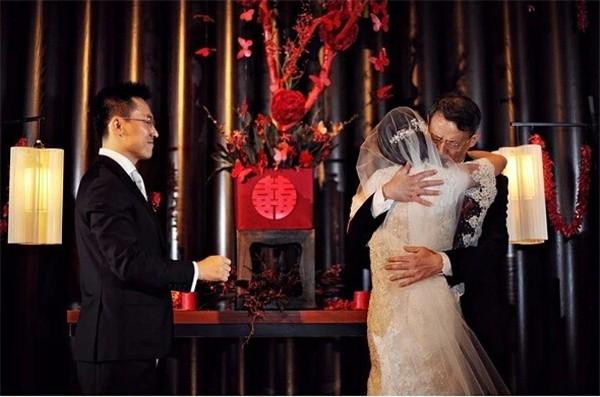 Trong hôn lễ của con gái, bố vợ liên tục lặp đi lặp lại 1 lời yêu cầu duy nhất dành cho con rể - Ảnh 2.