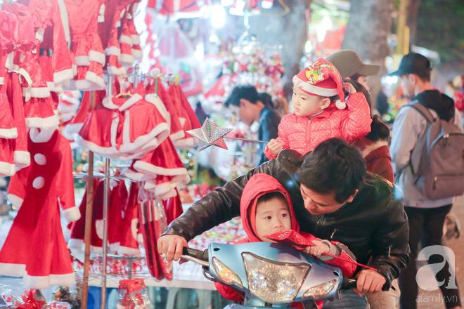 Ngắm các thiên thần nhí nghịch tuyết rơi, đón Noel sớm cùng bố mẹ trong ngày Hà Nội lạnh tái tê - ảnh 2