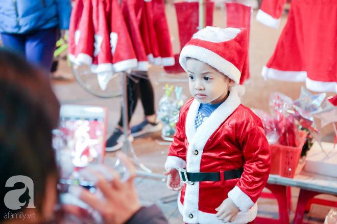 Ngắm các thiên thần nhí nghịch tuyết rơi, đón Noel sớm cùng bố mẹ trong ngày Hà Nội lạnh tái tê - ảnh 4