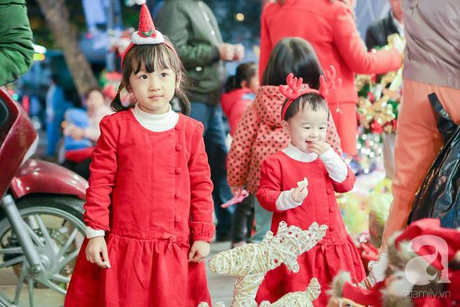 Ngắm các thiên thần nhí nghịch tuyết rơi, đón Noel sớm cùng bố mẹ trong ngày Hà Nội lạnh tái tê - ảnh 3